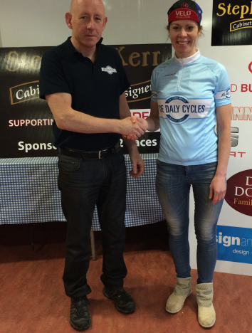 David Tansey, proprietor of Joe Daly Cycles presents Aideen Keenan with the league leader jersey